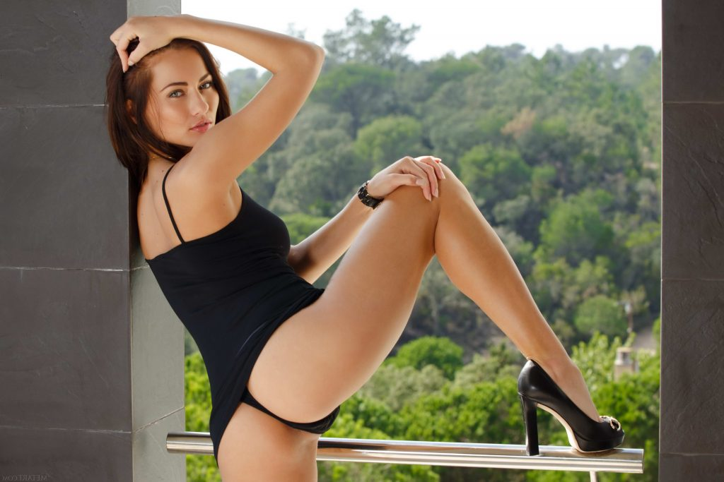 Petite Brunette From London Escorts